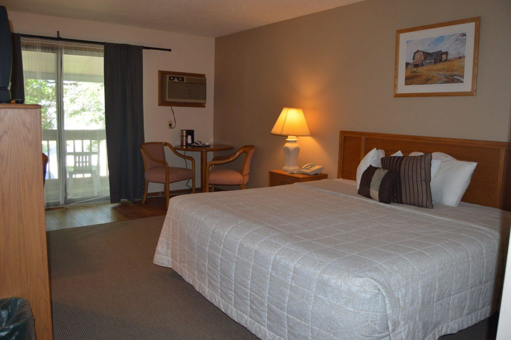 Lodge at Leathem Smith Sturgeon Bay Single King Room