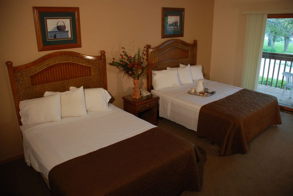 Lodge at Leathem Smith Double Queen Room in Sturgeon Bay